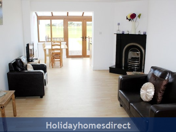 Hookless Holiday Homes: Image 4