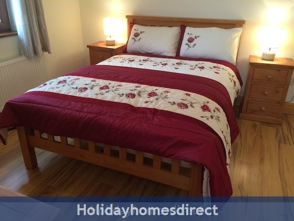 Holiday Home To Rent In Dingle Town: Image 8