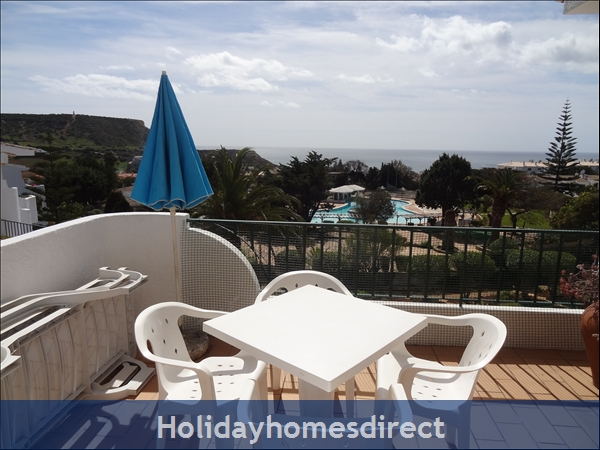 Sea View Luz, 3 bed apartment, sleeps 6, Praia da Luz, scenic village and beach.