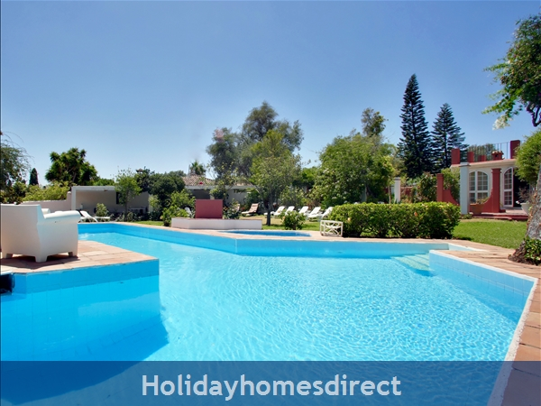 Puerto Banus Luxury Villa: Private pool, jacuzzi, garden