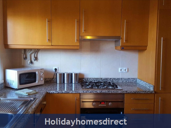 Solario De Sao Jose,3 Lovely Apartments From 450 Euros A/w, Games Room,free Squash Court,swing Park,bbq's On The Roof,sauna And A Free Gym.: Image 2 kitchen with all the mod cons
