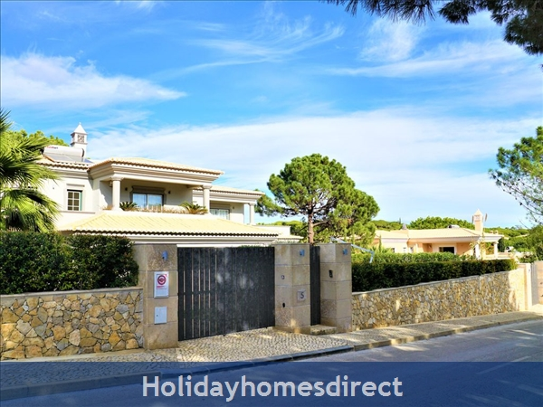 Four Bedroom Villa Close To The Beach (3158): Image 9