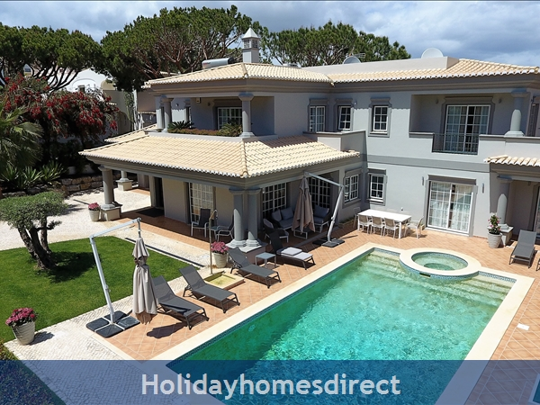 Four bedroom villa close to the beach (3158)