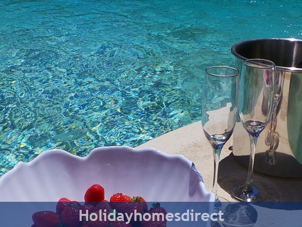Four Bedroom Villa Close To The Beach (3158): Image 7