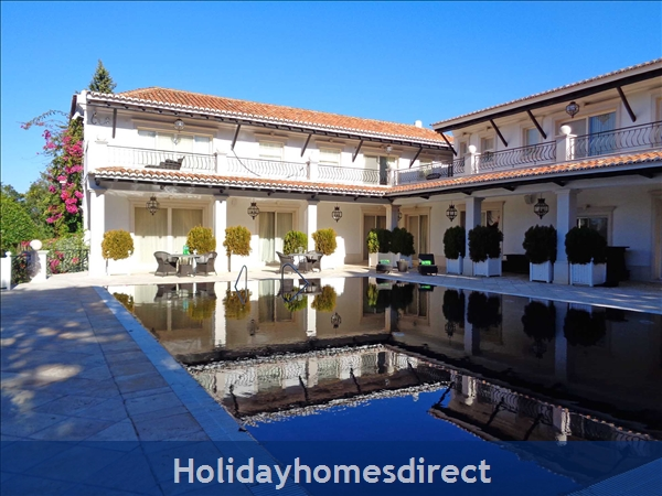 Amazing 5 bedroom villa at Quinta Do Lago (1856)