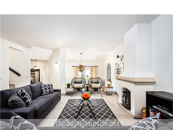 Large open plan living and dining area