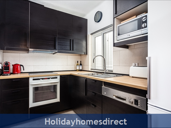 Newly refurbished and fully equipped kitchen