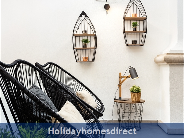 Vale Do Lobo Luxury Villa: Heated Pool W/ Safety Fence, Near Beach, Golf, Tennis: Living room detail