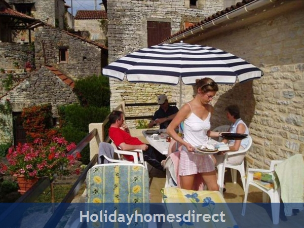 3 Bedroom Villa In St Medard  Near Cahors  South Of France: Image 9
