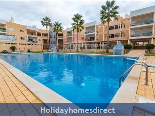 Vilamoura Centre- Excellent 3 Bed Ground Floor modern apartment, 5 mins walk from Vilamoura Marina with free Wi fi