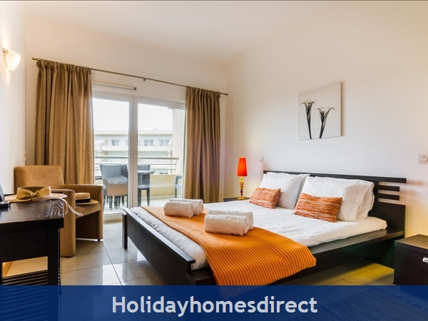 Luxury Barracuda Beach Front Apartment, Albufeira With Stunning Ocean & Beach Views....free Wi-fi,: Image 3