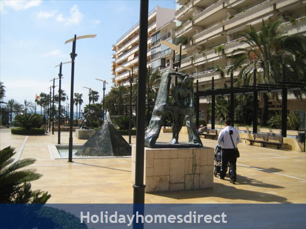 La Torre De Marbella: 1 minute walk away