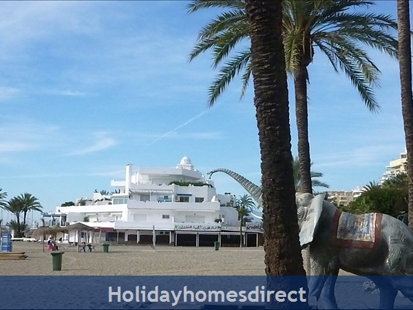 La Torre De Marbella: Marbella Marina 5 minutes walk  along the beach