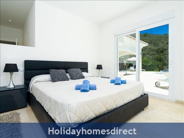 Holiday House Villa El Portet: Image 2