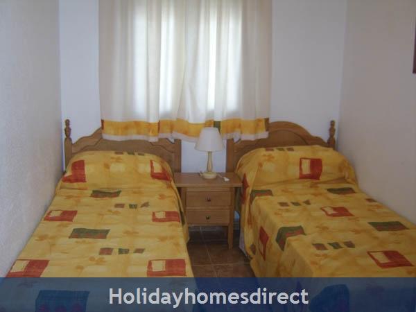 Playamarina Ii, Costa Blanca: Twin Bedroom